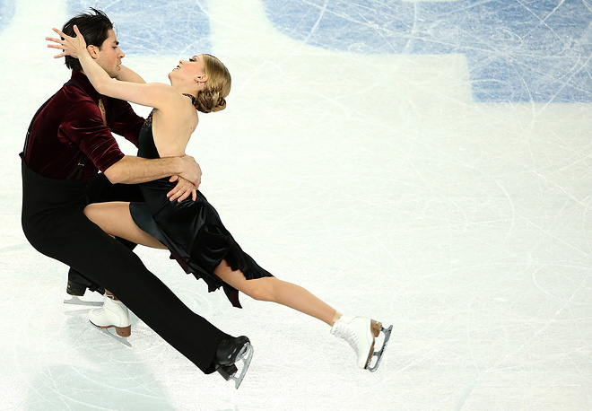 Kaitlyn Weaver and Andrew Poje of Canada