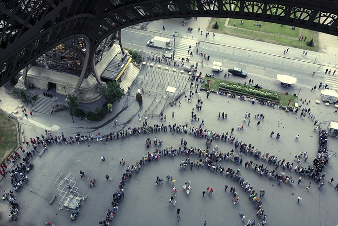The tower is one of the most visited tourist attractions of the world. More than 250 mln people have visited it since it was built. Photo: a line of people eager to get on the tower in 2008
