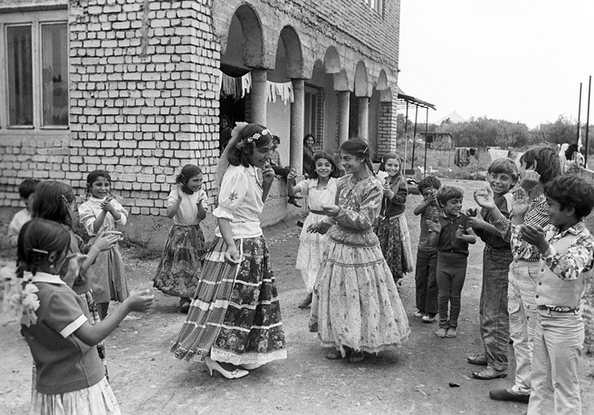 Romani law regulates the life of communities. Oldest members see to the law being followed. Photo: Romani in Ukraine, 1989