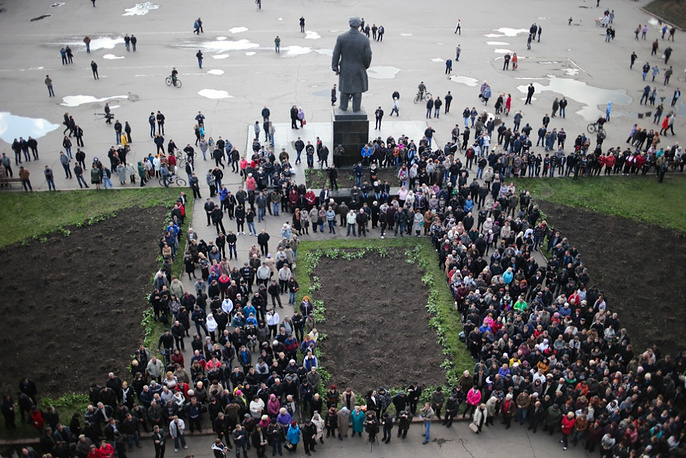 Citizens gather at the city administration building