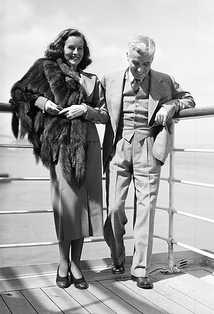 Actress Paulette Goddard got the main roles in Chaplin's 'Modern Times' and 'Dictator' (1940). In 1936, they got married in secret. Photo: Goddar and Chaplin on board the SS President Coolidge, 1936