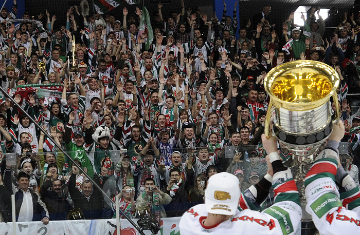 Ak Bars Kazan players show the Cup to their supporters