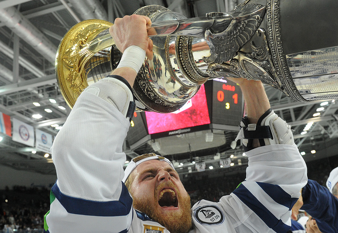Dynamo's Janne Jalasvaara celebrates with the Gagarin Cup in 2012