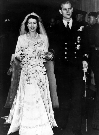 Princess Elizabeth got married at 21. Photo: Princess leaves Westminster Abbey in London, with her husband, the Duke of Edinburgh in 1947