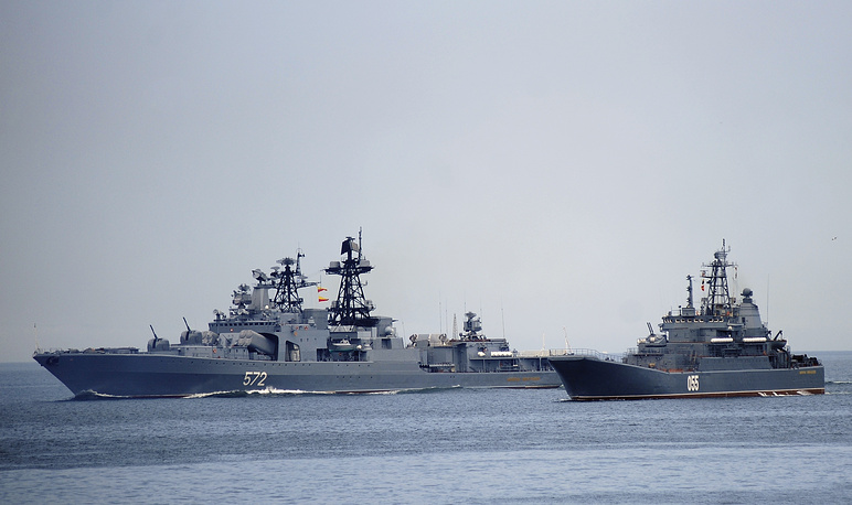 Admiral Vinogradov Udaloy-class destroyer and Admiral Nevelskoi major amphibious ship