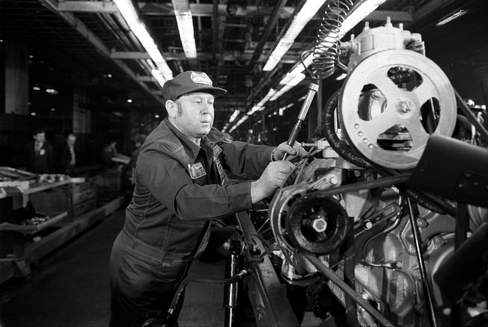 Leonov during voluntary Saturday work at a car factory