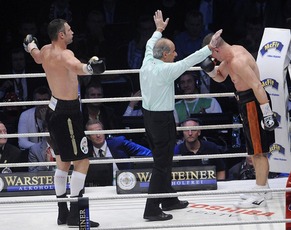 On September 10, 2011, in Warsaw, Klitschko by a technickal knock out won over former IBF world champion Tomasz Adamek of Poland