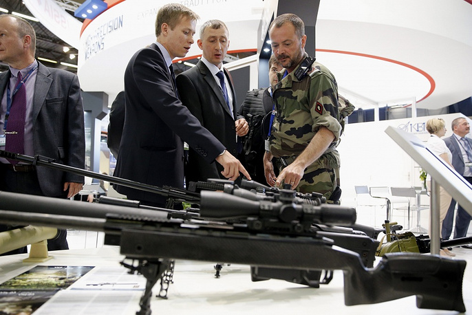 Military men look at riffles made by Russian manufacturer KBP