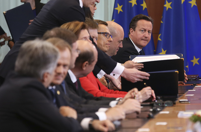 British Prime Minister David Cameron (right) and other EU leaders attend a signature ceremony between the EU, Ukraine, Georgia and Moldova