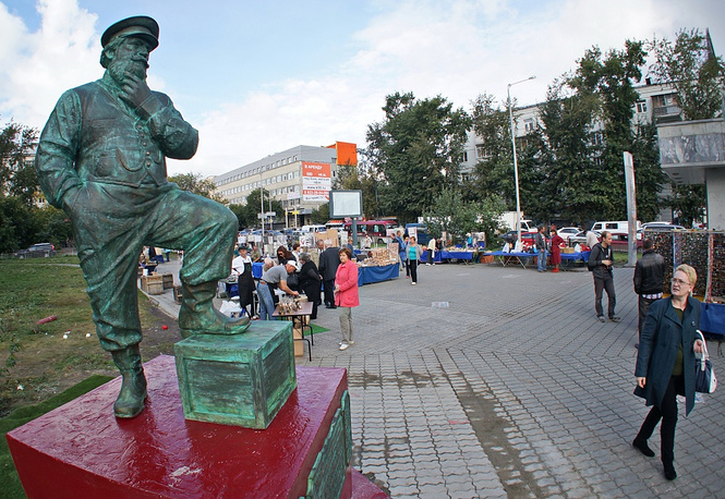 A monument to tradesmen from the Urals in Yekaterinburg