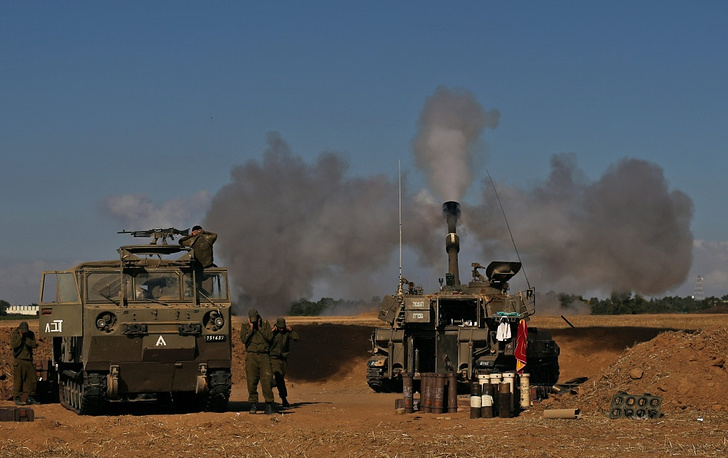 Israeli military forces on the border with the Gaza Strip
