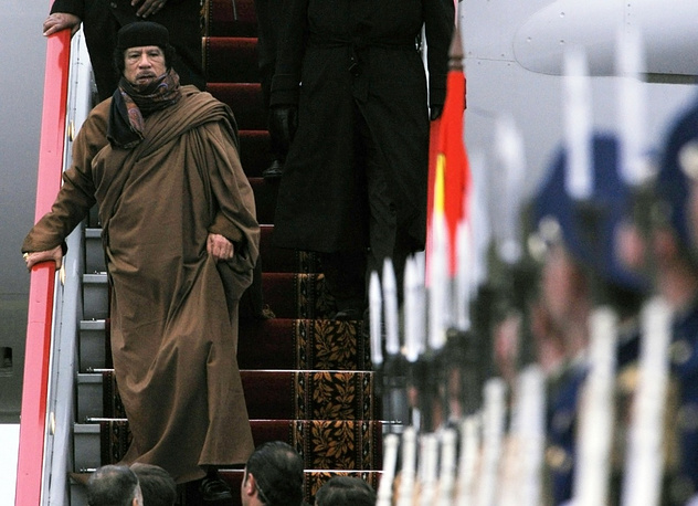 Libya's former leader Muammar Gaddafi used to wear traditiona Beduin dress on his foreign visits. Photo: Gaddafi in Moscow in 2008