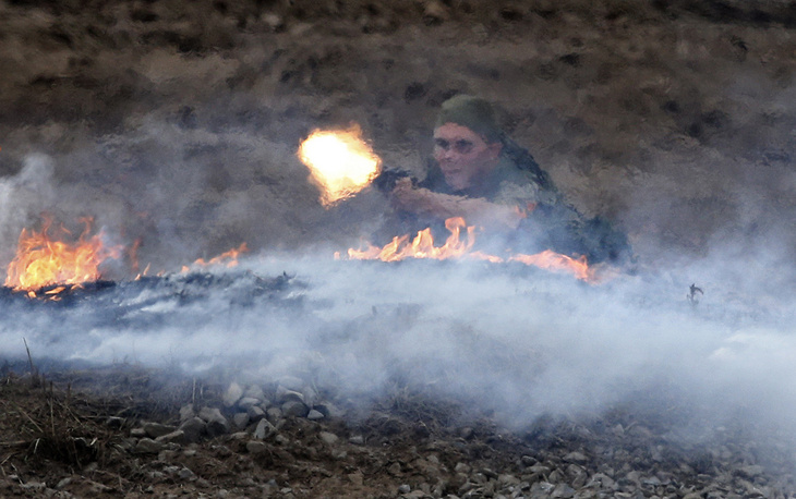 A Russian soldier demonstrates firearms during the demonstration program