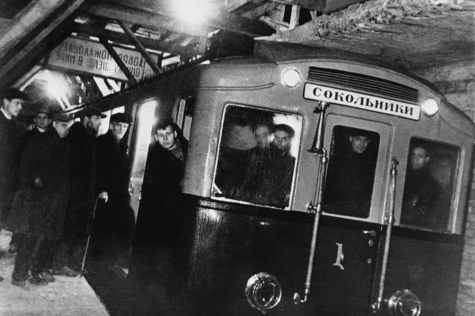 On May 15, 1935 the first line of the Moscow Metro, connecting Sokolniki to Park Kultury, was opened to the public. Photo: People entering the first train before trial ride from Komsomolskaya to Sokolniki metro stations