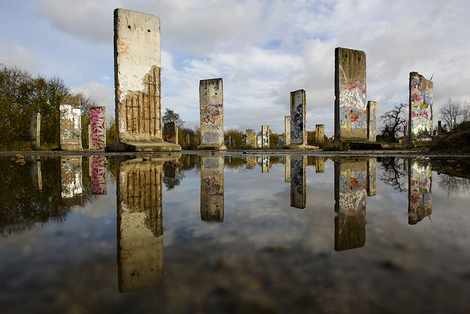 Germany launches celebration weekend marking the 25th anniversary of the fall of Berlin wall. Photo: Original pieces of the Berlin Wall are displayed for sale at the city of Teltow near Berlin