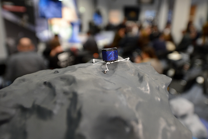 Photo: A model demonstrates how Philae lander stands on the comet in the European Space Agency (ESA), Darmstadt, Germany, 12 November 2014
