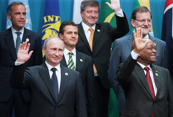 Photo: Russia's President Vladimir Putin and South Africa's President Jacob Zuma during a group photo at the G20 Leaders' Summit in Brisbane, Australia