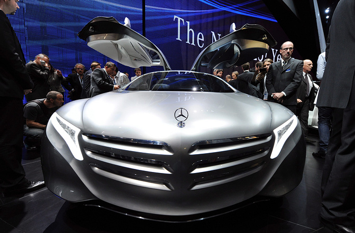 Mercedes-Benz F125 concept car with a hybrid engine