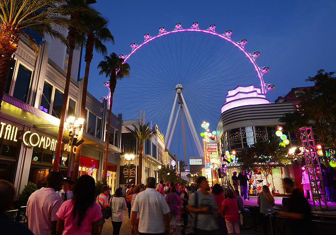 Photo: world's tallest observation wheel, the High Roller, in Las Vegas