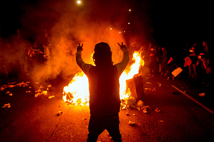 Photo: Demonstrators protest in Oakland, USA