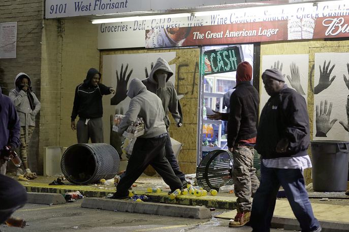 Photo: Ferguson Market and Liquor store is vandalized after the announcement of the grand jury decision