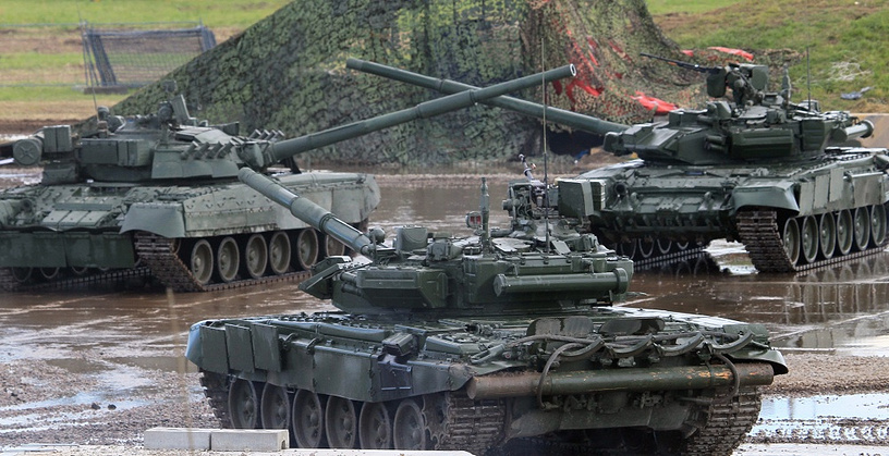 Russian tanks of the T-90 series. Photo: Tanks perform a 'Tank Ballet' during a military show on the airfield of the Zhukovsky flight research institute, outside Moscow