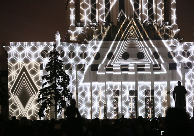 Photo: A multimedia show as part of the 4th Moscow International Festival Circle of Light at the VDNKh exhibition center