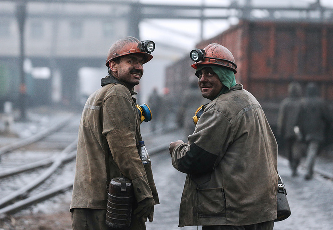 Amid the current standoff with Russia, Kiev has been looking for alternative coal suppliers, including Australia, the United States and South Africa. Photo: Workers of Kommunarskaya 22 coal mine
