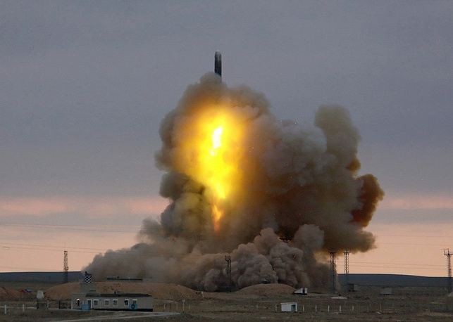 Photo: RS-18 ICBM (NATO reporting name SS-19 Mod 3 Stiletto) launched from Baikonur cosmodrome, 2006