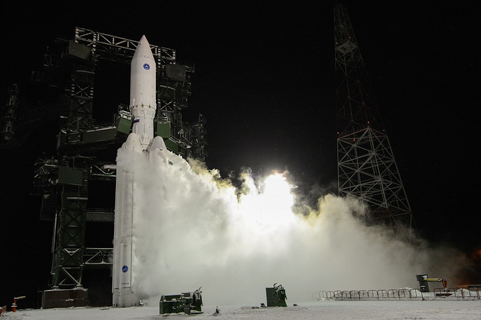 New Russian heavy rocket Angara was successfully test-launched from the Plesetsk space center on December 23. Photo: Launch of Angara-A5 heavy booster