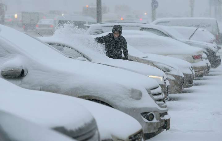 Blizzard hit the Moscow region December 25 morning