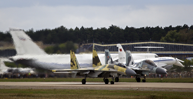 Su-35 and Su-27 jets at the runway during the MAKS-2009 air show