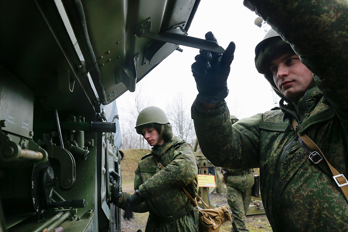 Combat unit operating S-300 air defense missile systems prepares complex to transition into firing position