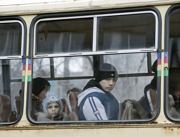 Photo: People wait on a bus to leave the town of Debaltseve in Artemivsk, Ukraine