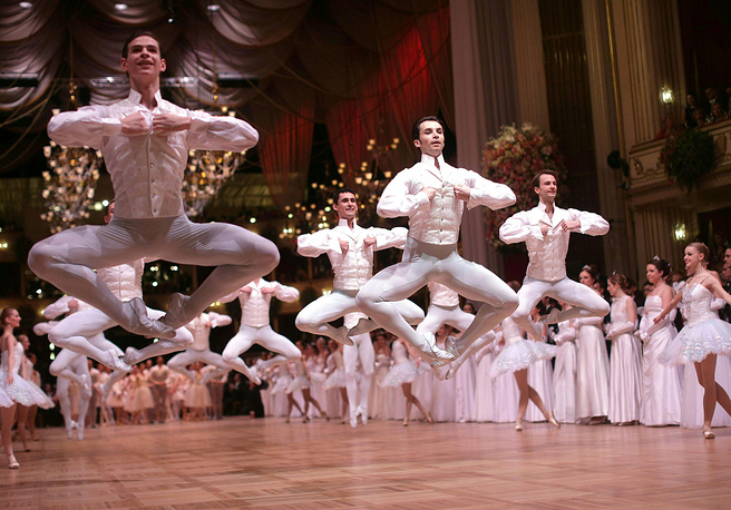 The Opera Ball makes it possible to collect substantial sums of money for various aid funds. Photo: Dancers of the State Opera Ballet
