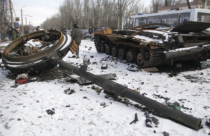 Ukrainian troops left loads of ammunition after their retreat from the Debaltsevo area. Photo: A burned tank after heavy fighting in the eastern Ukrainian city of Uglegorsk, not far from Debaltsevo, Donetsk area