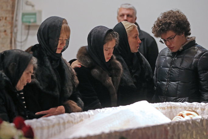 Boris Nemtsov's mother Dina Eidman, his secretary Irina Korolyova, journalist Yekaterina Odintsova with daughter Dina Nemtsova and son Anton Nemtsov at a mourning ceremony, at the Sakharov Museum and Public Center