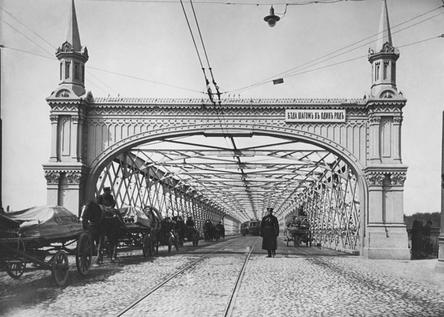 First steel Krymsky Bridge designed by Vladimir Speyer and built by Amand Struve, 1913