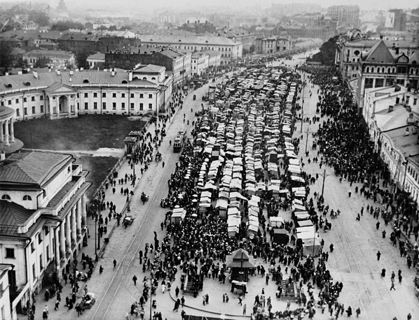 The Sukharevsky market, 1920