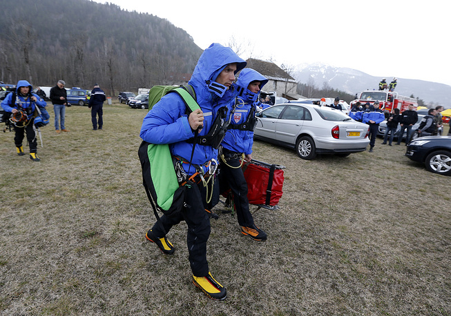 Photo: Members of the National Security forces (CRS) near the crash site of the Germanwings Airbus A320 in the French Alps