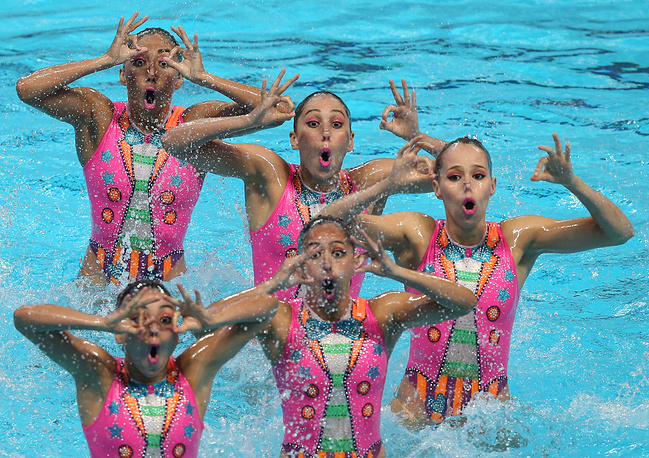 Members of the Mexican team competing in the synchronised swimming women's team free final, July 31