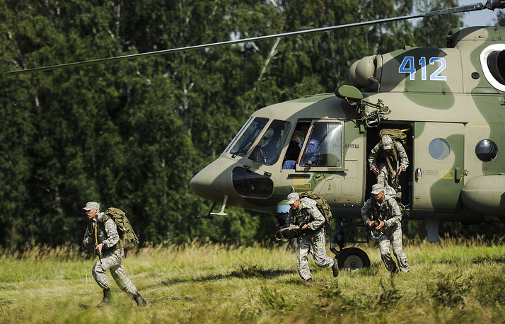 Airlift delivery during Mi-8 helicopter landing at Koltsovo Firing Range, part of the 2015 Army Games, an international event organised by the Russian Defence Ministry