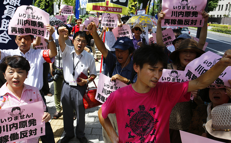 On Augist 11 Japan restarted its first nuclear reactor under new safety rules following the 2011 Fukushima disaster. Photo: Protesters shouting slogans during an anti-nuclear rally in Tokyo, Aug. 11, 2015.