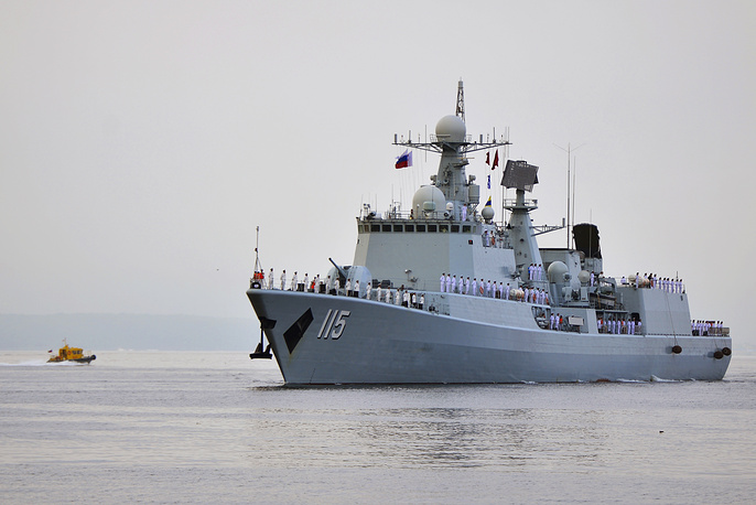 Chinese Shenyang destroyer entering the Zolotoy Rog Bay in Vladivostok