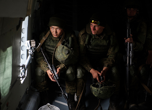 Landing troops members in a helicopter during the Center-2015 military drills