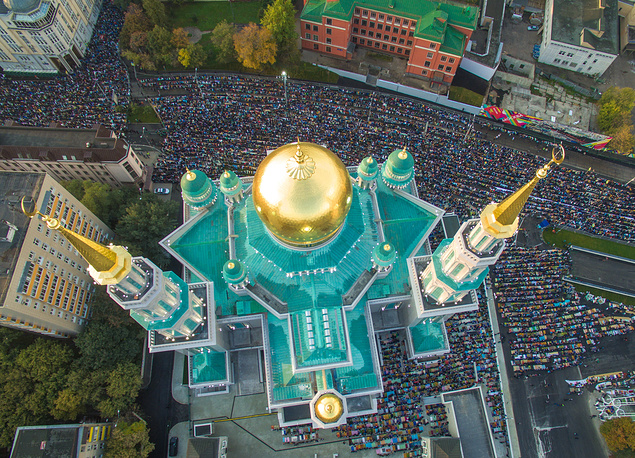 An aerial view of Muslims praying outside the Moscow Cathedral Mosque during Eid al-Adha