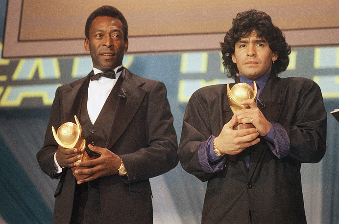 """Pele and Maradona seen together in Italy in March 1987 as they received the trophy of """"Sports Oscar"""" for their performance in the soccer fields"""