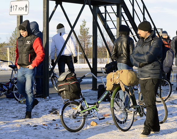 Refugees at the border between Russia and Norway, Nov. 2