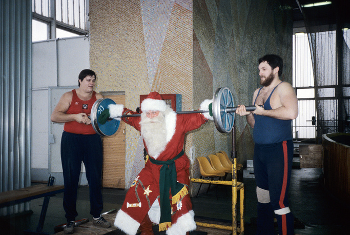 Grandfather Frost lifting weights in a gym, Moscow, 1986