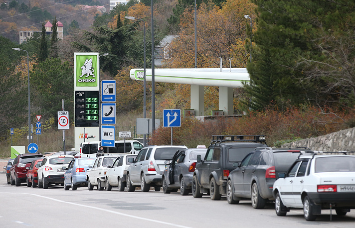 A line of cars by a petrol station in Crimea